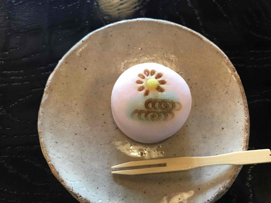 【8月21日(土)・22日(日)限定】茶室・勘桜亭で企画展「植物文様の民芸」の展示品をイメージした和菓子をお出しします。